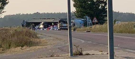 Acidente e despiste na EN114 faz um ferido e corta estrada