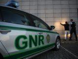 Populares e GNR detêm assaltante em Santo Estevão. 2 Assaltantes ainda em fuga