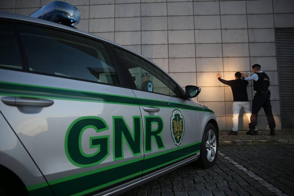 Acidente no Biscainho termina com detenção por posse de droga