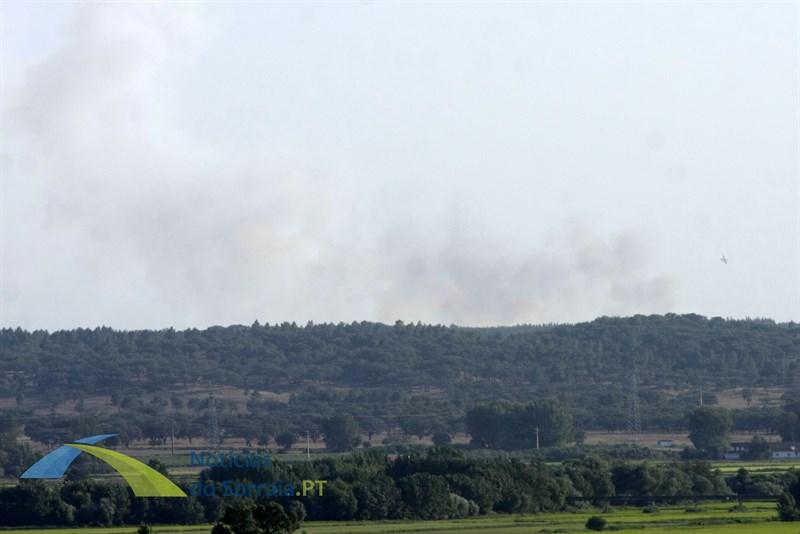 Reacendimento nos Foros de Almada mobiliza 93 operacionais e 6 meios aéreos