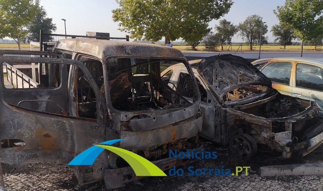 PJ investiga incêndio em 3 viaturas em Coruche (Com Fotos)