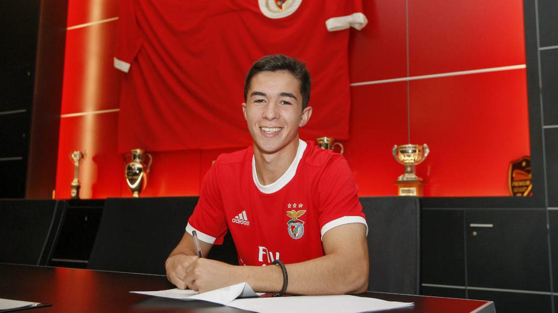Antigo jogador do Coruchense assina contrato profissional com o Benfica