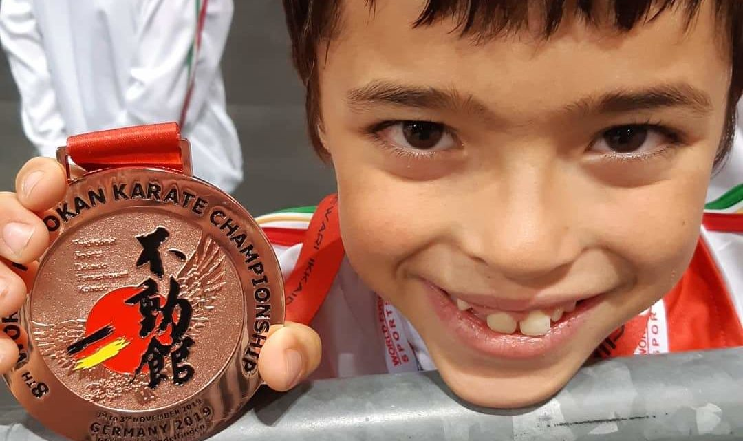 Jovem karateka coruchense conquista medalha de bronze no campeonato do mundo