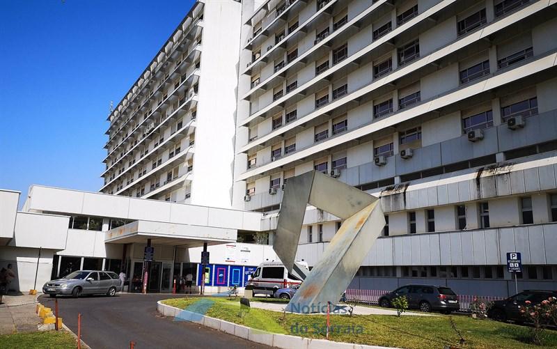 Hospital de Santarém suspende visitas a doentes e limita acompanhamento a doentes