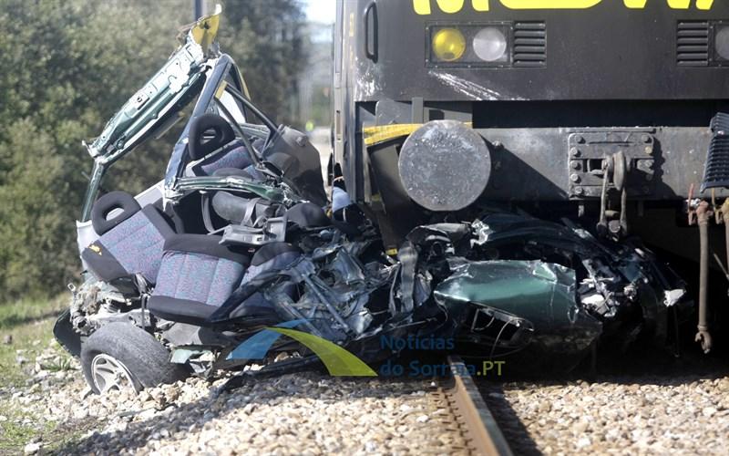 Mulher morre abalroada por comboio na Glória quando ia buscar funcionária (Com Fotos)
