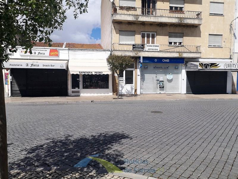 Governo admite voltar a encerrar restaurantes e comércio não alimentar