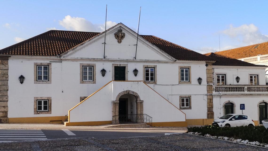 Câmara de Salvaterra aprova apoios ao comércio local em estabelecimentos municipais