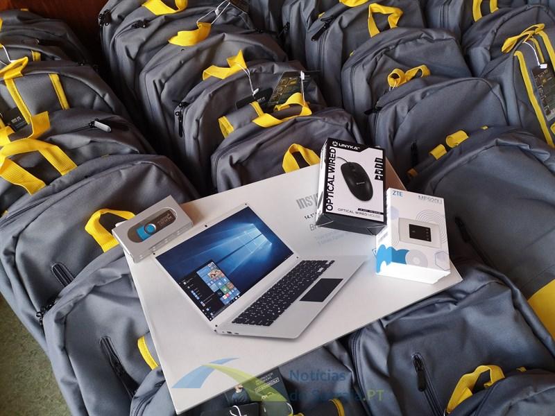 """Ministério da Educação anuncia compra de 15 mil computadores antes do regresso da """"escola digital"""""""