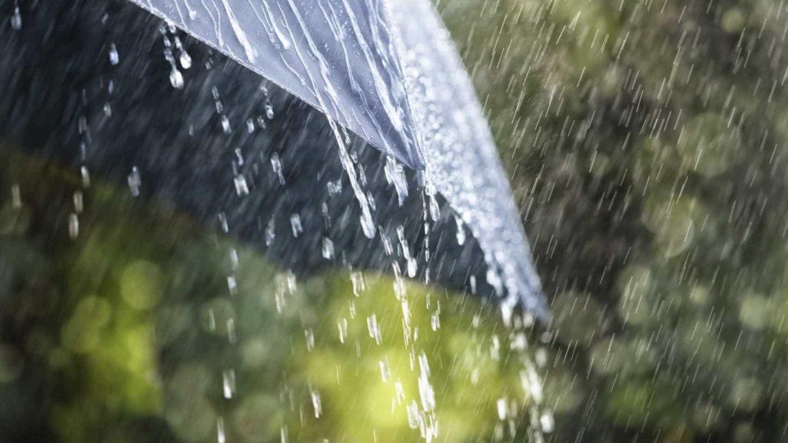Semana começa com chuva e aviso amarelo
