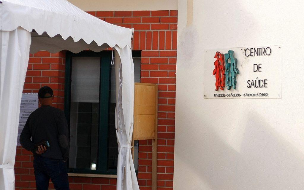 Centro de Saúde de Samora Correia esgota capacidade e suspende consultas presenciais