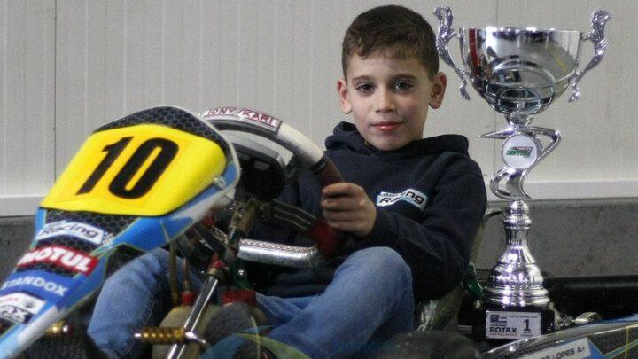 Afonso Lopes é campeão nacional e ibérico de karting aos 8 anos