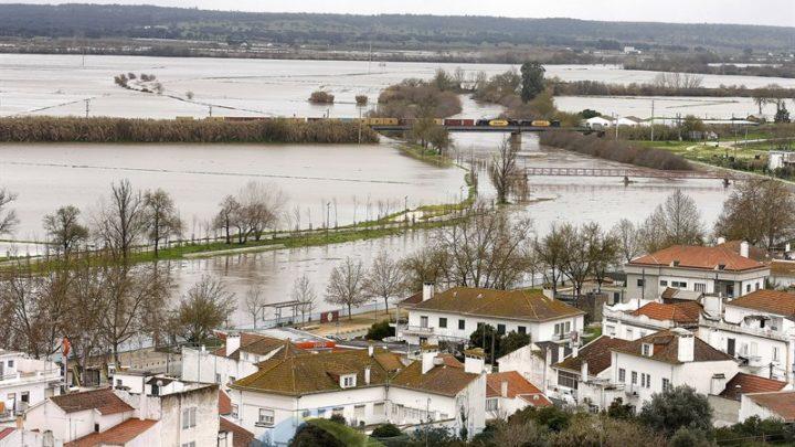 Sete anos depois Sorraia salta margens e inunda campos e corta estradas – As imagens das cheias no Sorraia