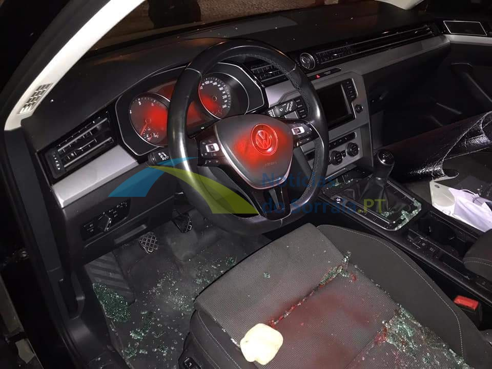 Carro de GNR vandalizado em Salvaterra de Magos (Com Fotos) 1626639903216