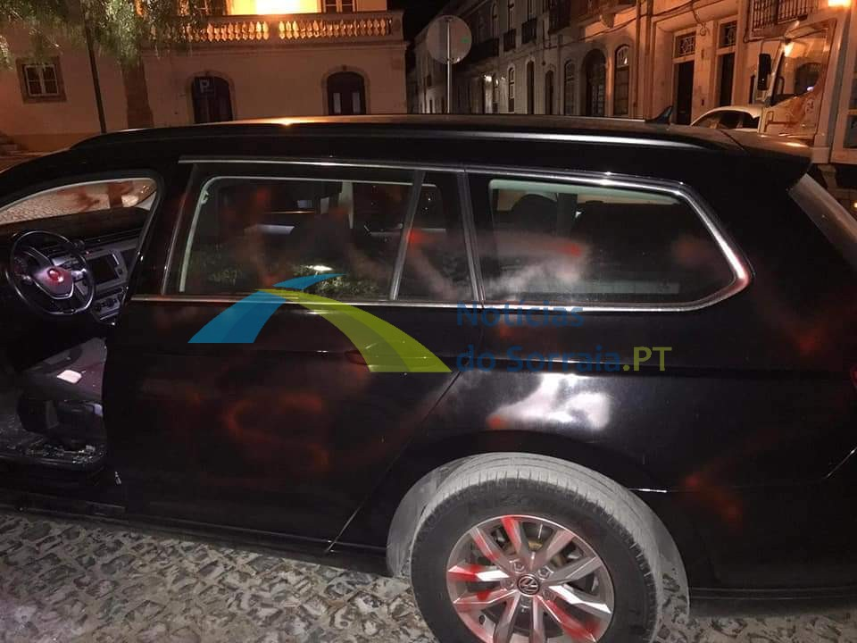 Carro de GNR vandalizado em Salvaterra de Magos (Com Fotos) 1626639968741