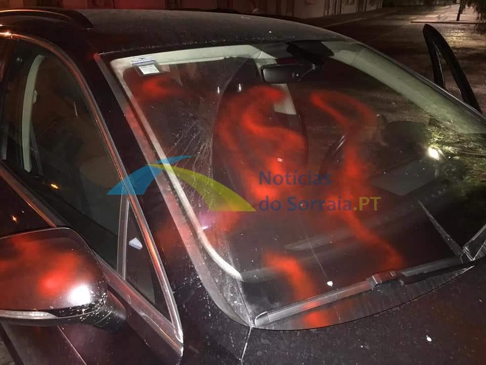 Carro de GNR vandalizado em Salvaterra de Magos (Com Fotos) 1626639992881